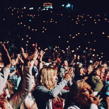 Jak ubrać się na koncert, dyskotekę czy inną muzyczną imprezę