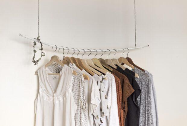 Rodzaje sukienek dla różnych typów sylwetek. Jaka sukienka dla gruszki, jaka dla klepsydry...